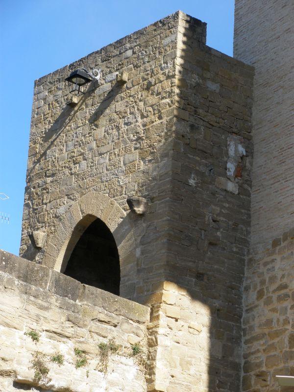 ehemaliger Wehrturm der romanischen Bruecke in Puente la Reina