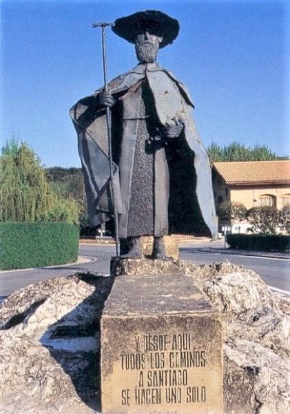 Pilgerdenkmal am Eingang in die navarresische StadtPuente la Reina / Gares