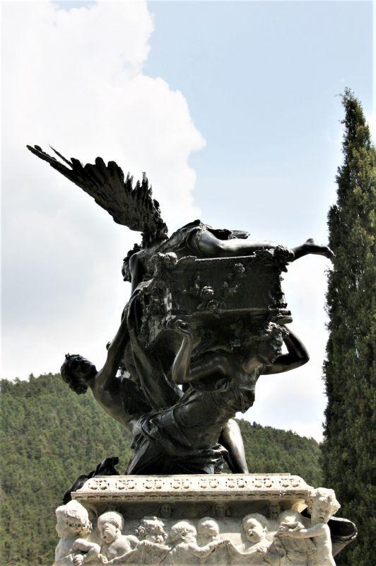 Mausoleum des Tenors Julian Gayarre auf dem Gemeindefriedhof in Roncal, Navarra.