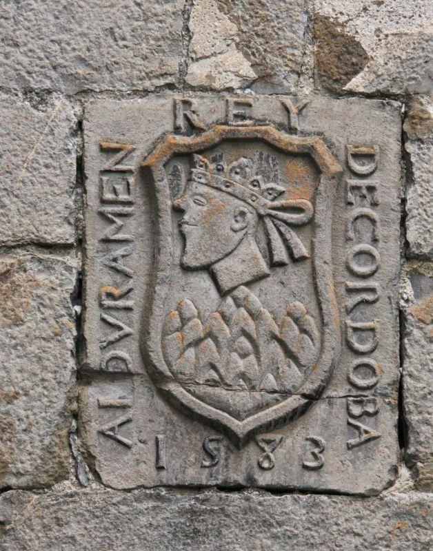 Wappen im Valle de Roncal mit dem abgeschlagenen Kopf des Koenigs von Córdoba, Abderramán I.
