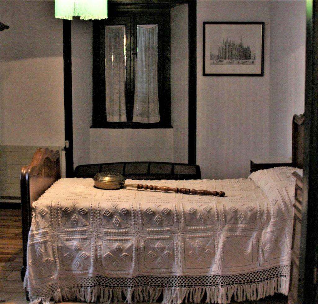 Schlafzimmer im geburtshaus und Museum von Julian Gayarre in Roncal