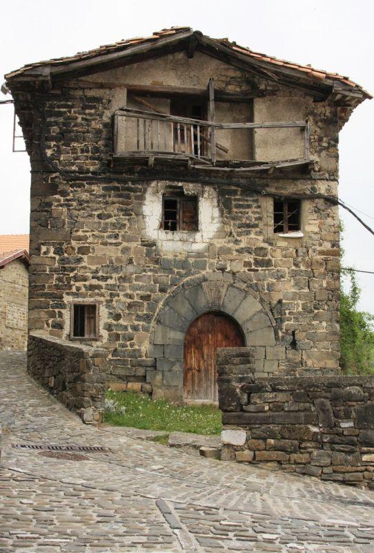 unbewohntes Steinhaus im Valle de Roncal