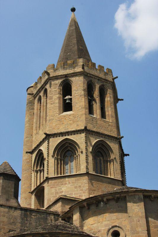 Kirchturm der Iglesia Santa María in Sanguesa
