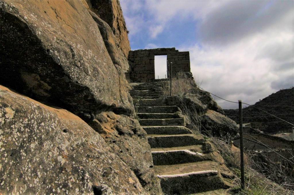 Aufgang zur Burgruine von Uncastillo