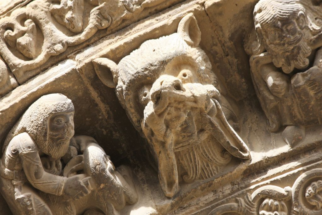 Detail des Archivolts des Portals der Kirche Santa Maria in Uncastillo