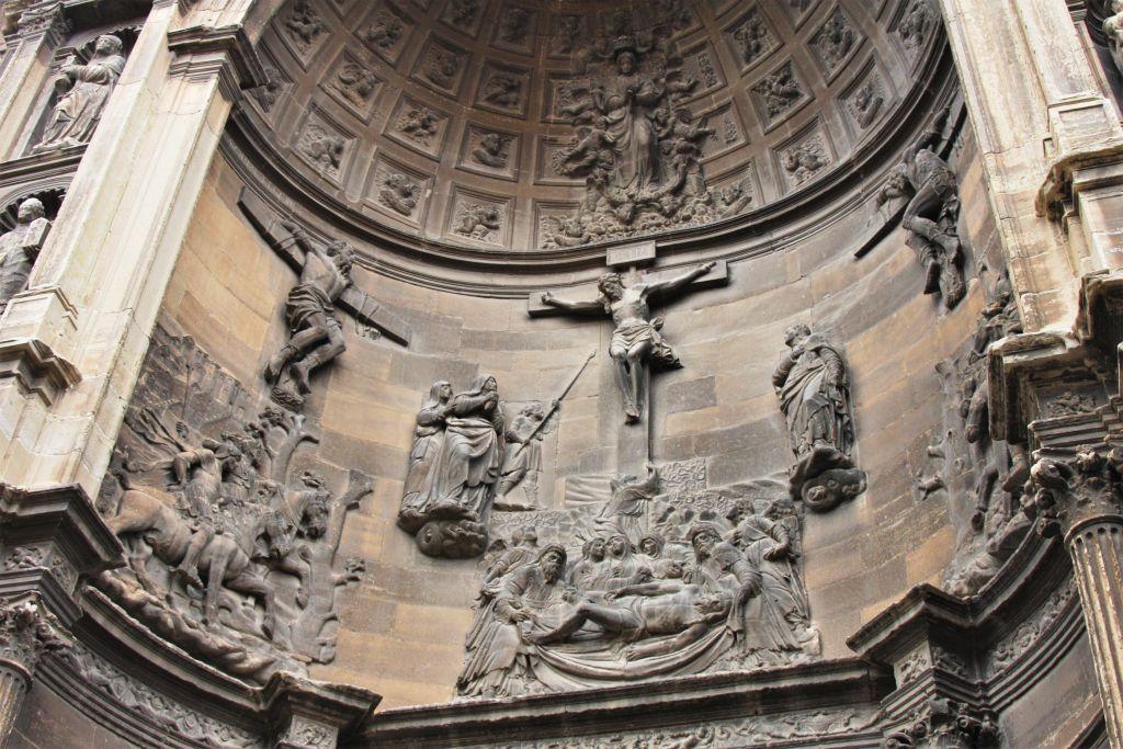 Renaissance-Relief an der Kirche Kirche Santa Maria in Viana