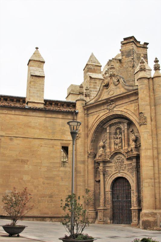 Renaissance-Portal der Kirche San Pedro in Viana