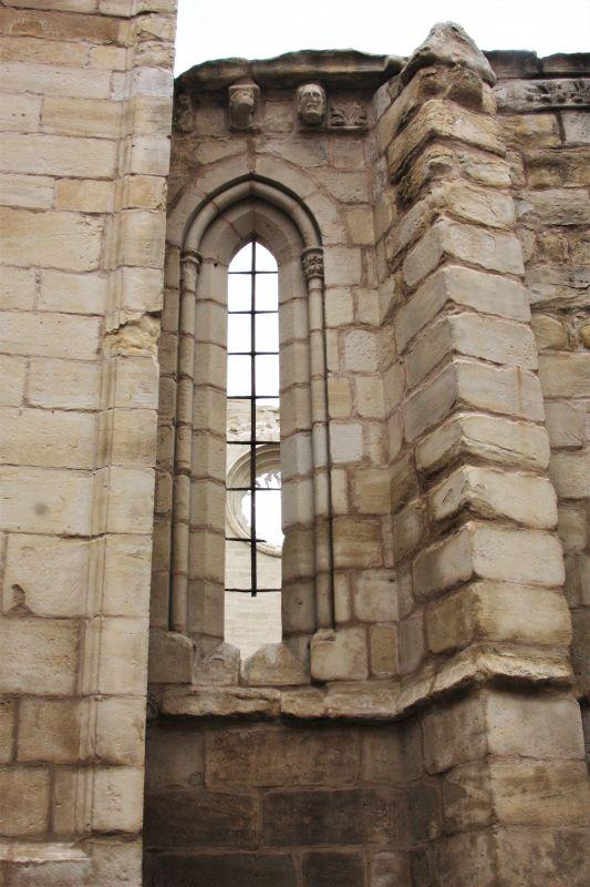 gotisches Fenster der Kirche San Pedro in Viana