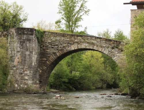 Puente de la Rabia in Zubiri, romanische Brücke im Estribar-Tal