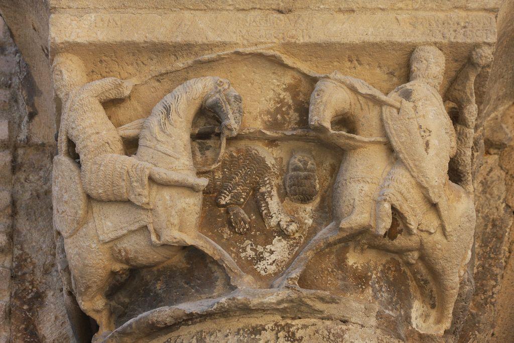 Kapitell mit dem Kampf zwischen Roland und dem Riesen Ferragut am Palacio de los Reyes in Estella, Navarra