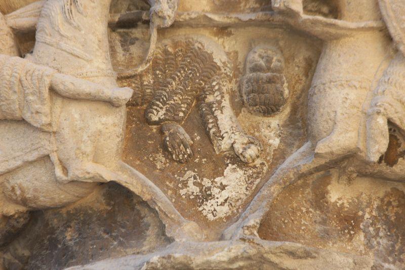 Detail des Kapitells des Kampfes zwischen Roland und Ferragut am Palacio de los Reyes in Estella, Navarra