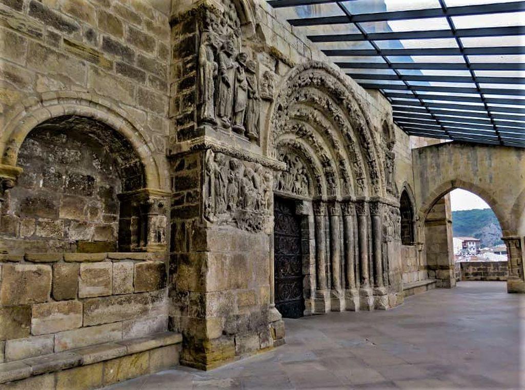 Nordfassade der Kirche San Miguel in Estella