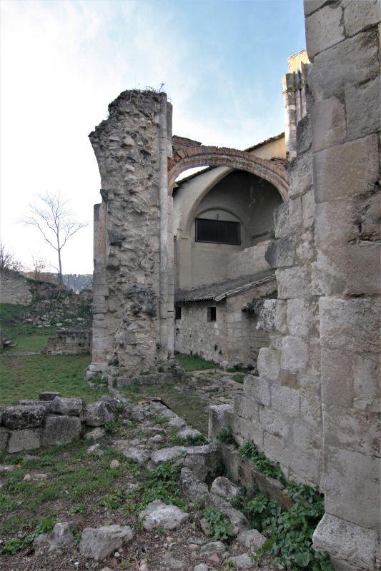 unvollendetes Seitenschiff der Iglesia Santo Sepulcro in Estella