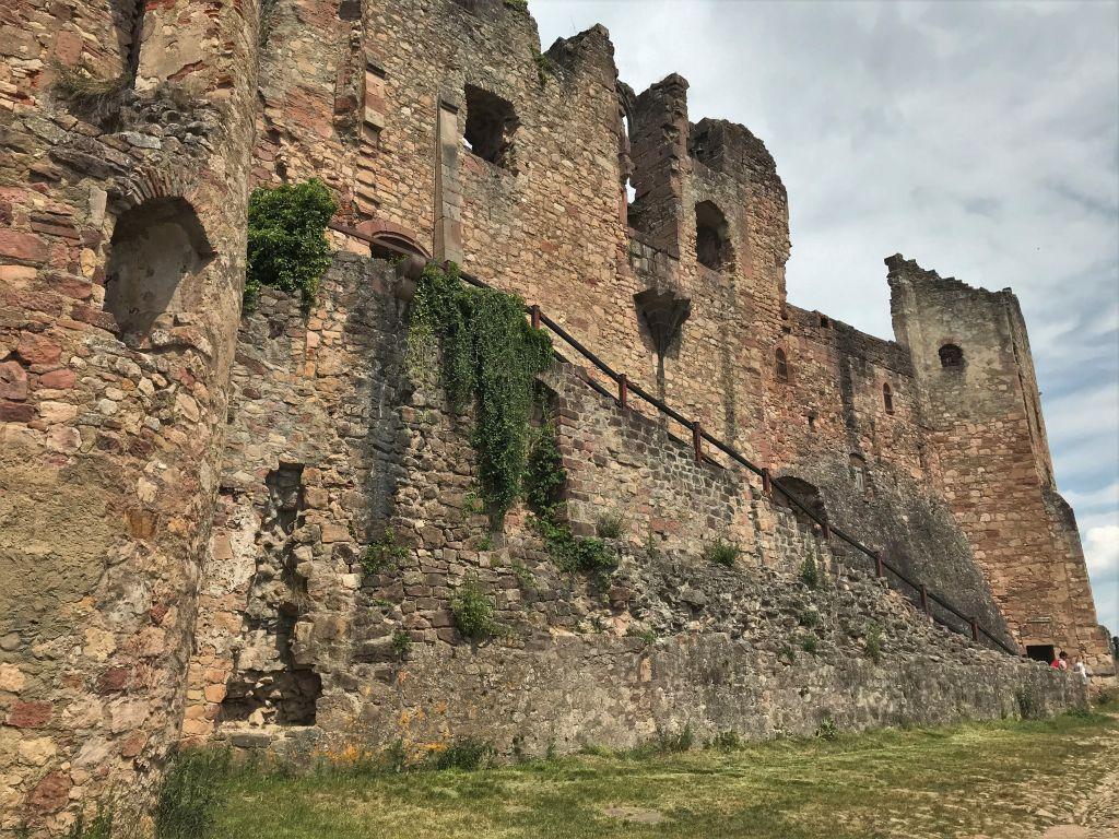 Zwinger und Oberburg der Festungsruine Hochburg bei Emmendingen