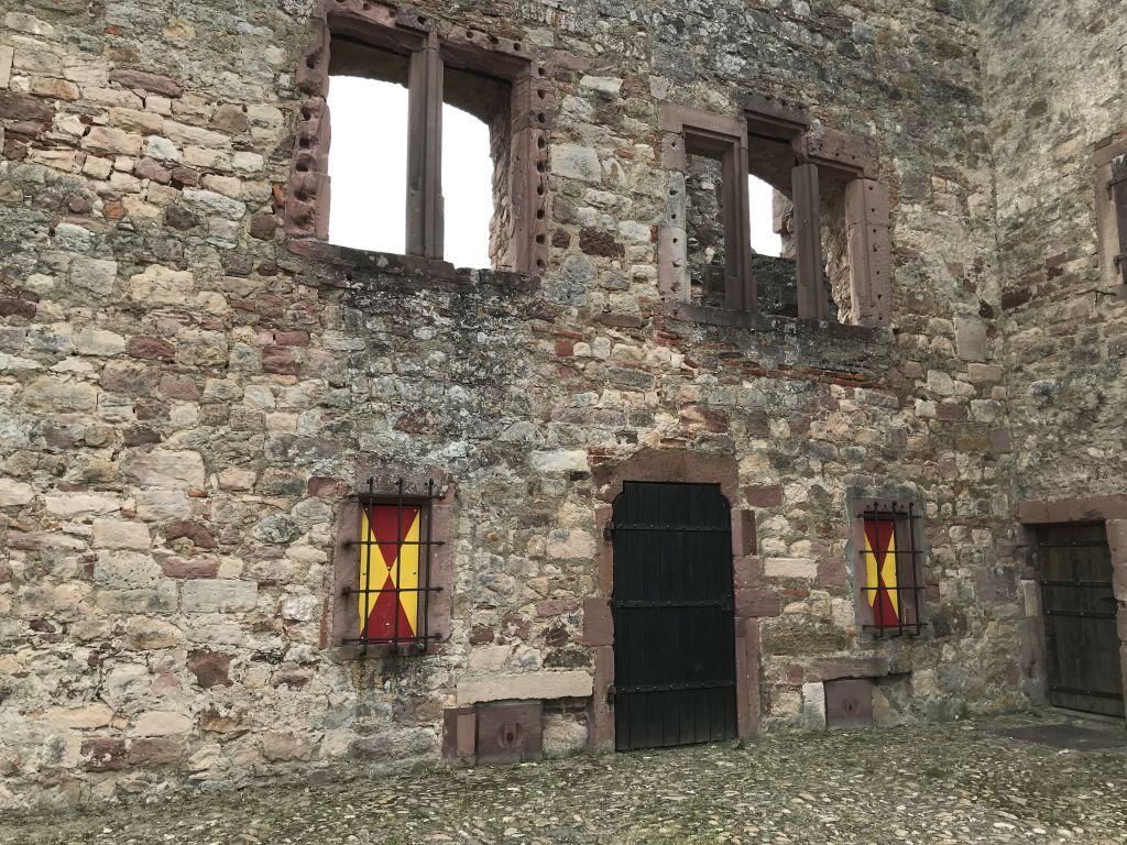 Ruinen des Renaissanceschlosses auf der Hochburg bei Emmendingen