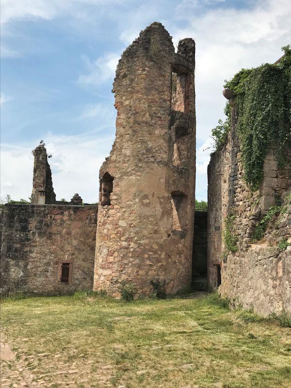 Turm des Schneckenkastens auf der Burgruine Hochburg