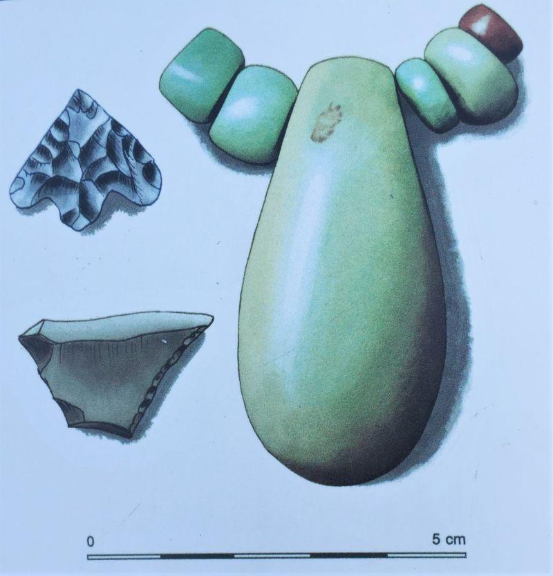 Grabbeigaben aus dem Tumulus Er Grah in Locmariaquer, dem Megalithenmuseum der Superlative