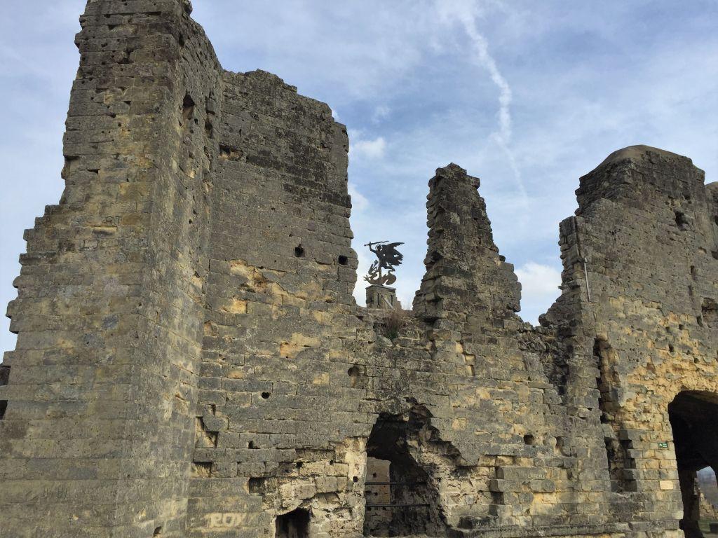 Ruinen der Hoehenburg Valkenburg in den Niederlanden