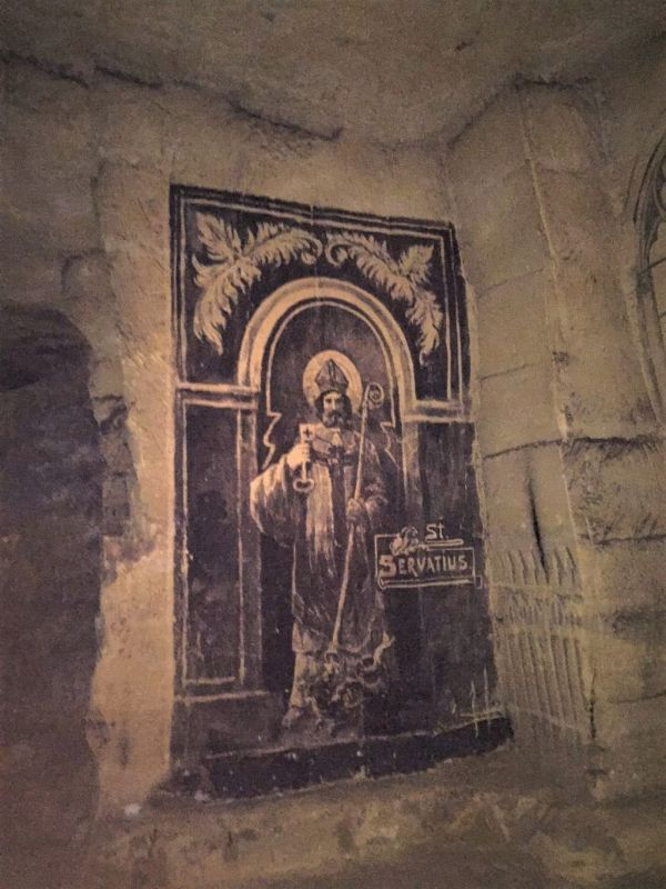 Bild des Heiligen Servatius auf der Mergelwand in der Fluweelengrotte in Valkenburg