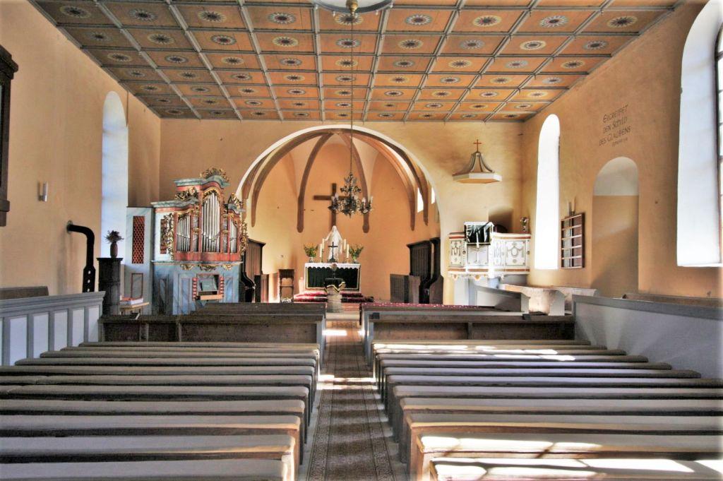 Innenraum der evangelischen Kirche in Wolkendorf, Siebenbuergen