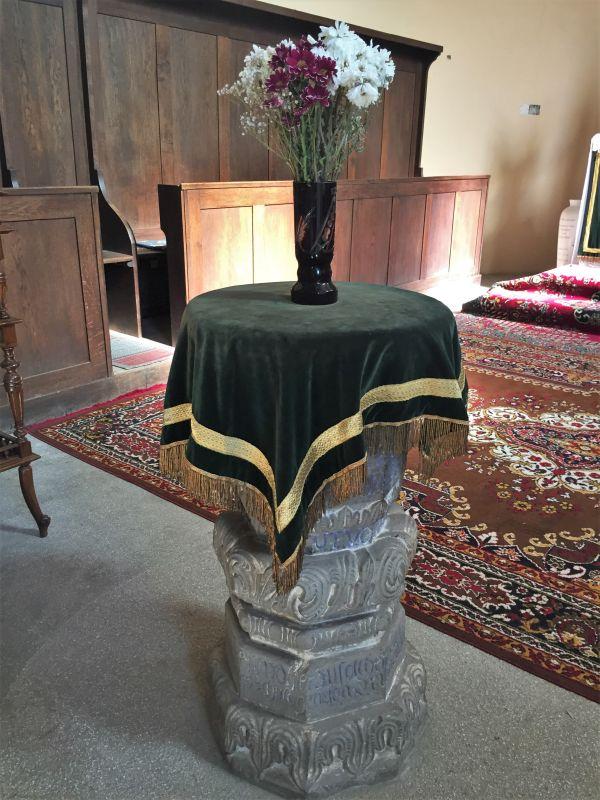 barocker Taufstein in der evangelischen Kirche in Wolkendorf, Burzenland