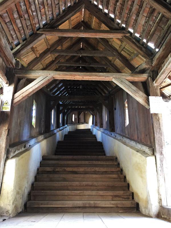 Treppenaufgang zur Kirchenburg von Birthaelm