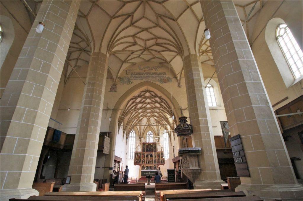 Chor und Altar der Wehrkirche von Birthaelm / Biertan in Siebenbuergen