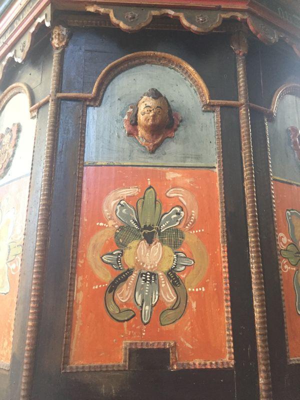 Bauernmalerei auf der barocken Kanzel in der Wehrkirche in Keisd / Saschiz, Siebenbuergen