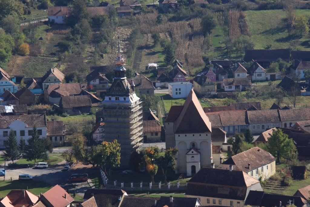 Blick auf die Kirchenburg von Keisd / Saschiz; siebenbuergisch-saechsisches UNESCO-Welterbe