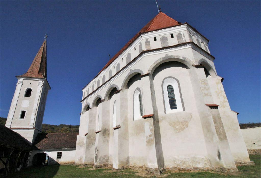 Kirchenburg mit freistehendem Glockenturm in Klosdorf / Cloaşterf in Siebenbuergen