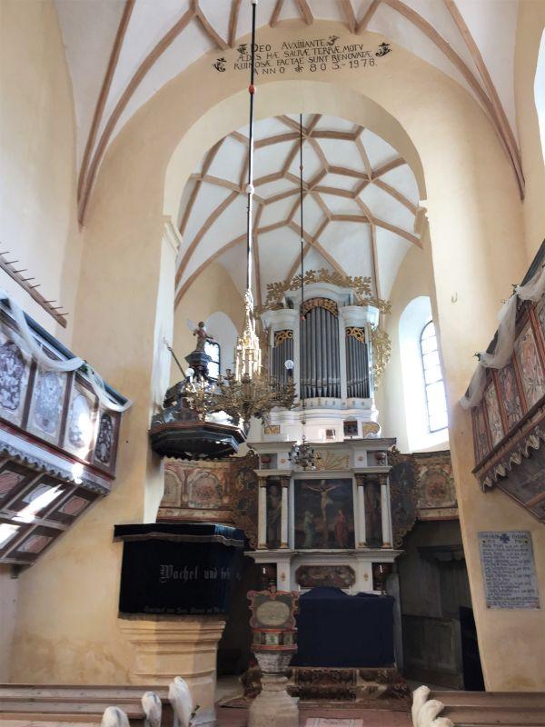Innenansicht der Kirchenburg von Klosdorf / Cloaşterf in Siebenbuergen