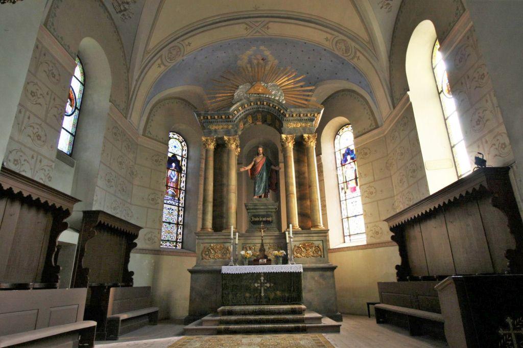 bunt ausgemalter Altarraum der Kirche von Neustadt / Cristian, Siebenbuergen