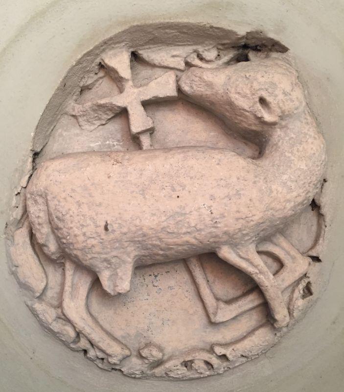 romanisches Lamm Gottes, Agnus Dei in der Kirche von Neustadt / Cristian, Siebenbuergen