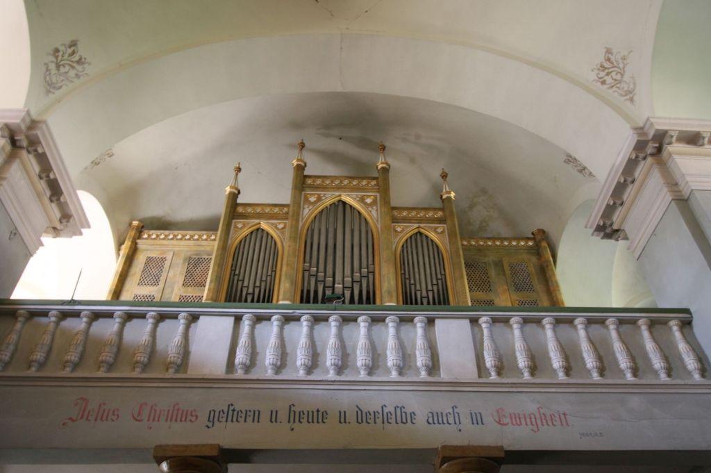 Orgel auf der Westempore der evangelischen Kirche von Neustadt / Cristian