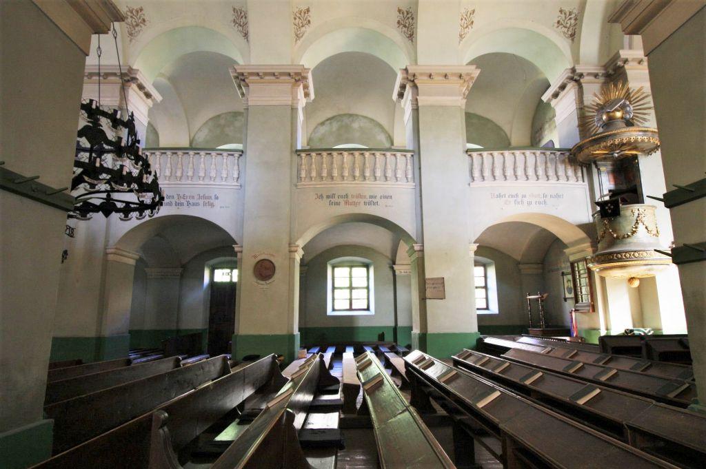 klassizistischer Innenraum der evangelischen Kirche von Neustadt / Cristian