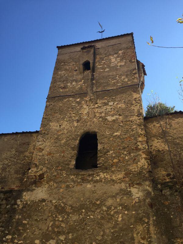 Wehrturm mit Gusserkern im Mauerring der Kirchenburg von Neustadt / Cristian
