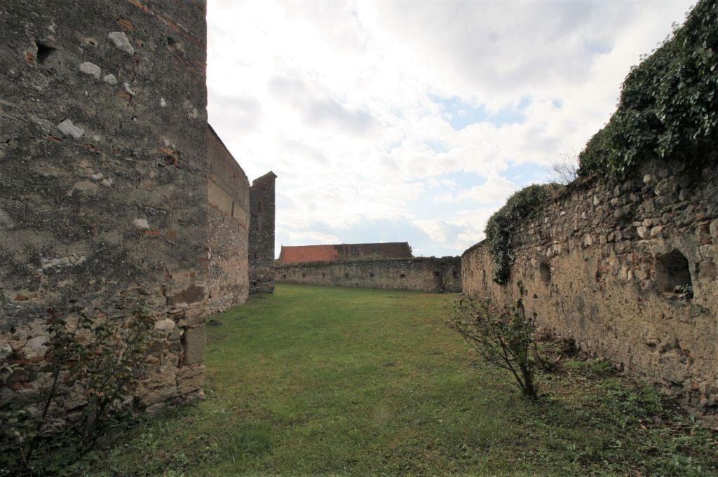 Zwingermauer der Kirchenburg von Petersberg, Sanpetru