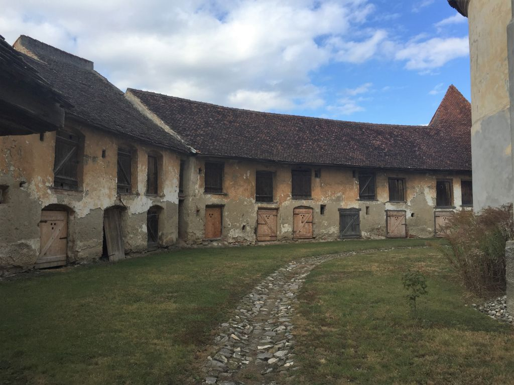 Gaden an der inneren Ringmauer der Kirchenburg von Petersberg, Sanpetru