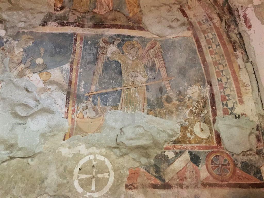 Fresko des Heiligen Michael in der romanischen Kapelle der Kirchenburg von Petersberg, Sanpetru