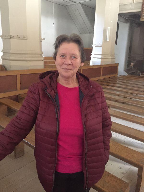 Frau Elfriede Seemann-Voicu, Kirchenburgfuehrerin von Sanpetru, Petersberg in Siebenbuergen