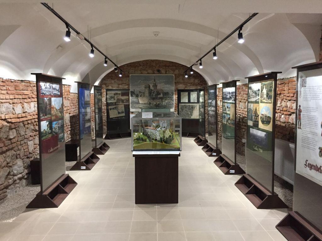 Ausstellungsraum im UG des Museums der Traditionen in Zeiden / Codlea