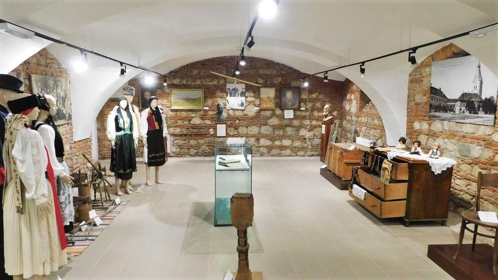 Ausstellungsraum im Museum der Traditionen in Zeiden / Codlea