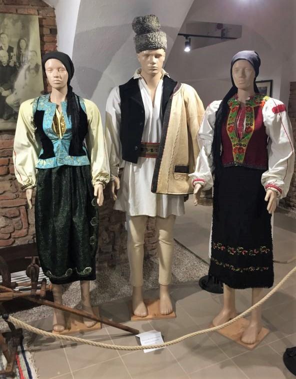 Rumaenische Trachten im Museum der Traditionen in Zeiden / Codlea