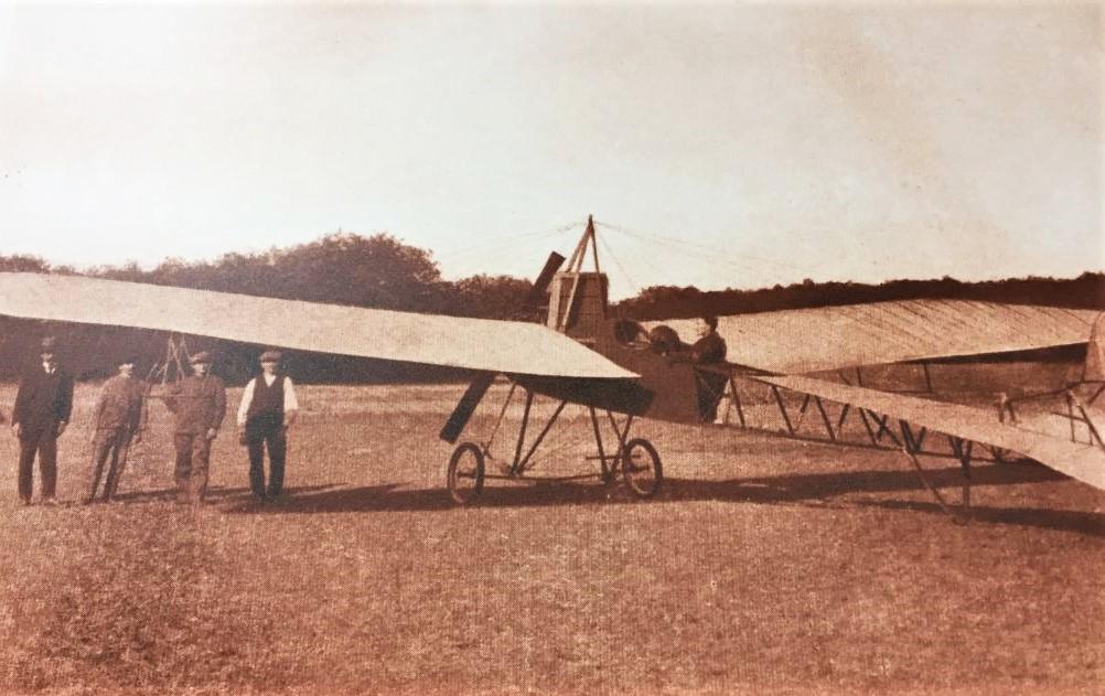 Flugpionier Albert Ziegler mit einem Eindecker
