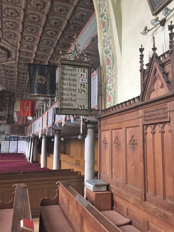 Chorgestuehl und Empore der evangelischen Kirche von Zeiden / Codlea