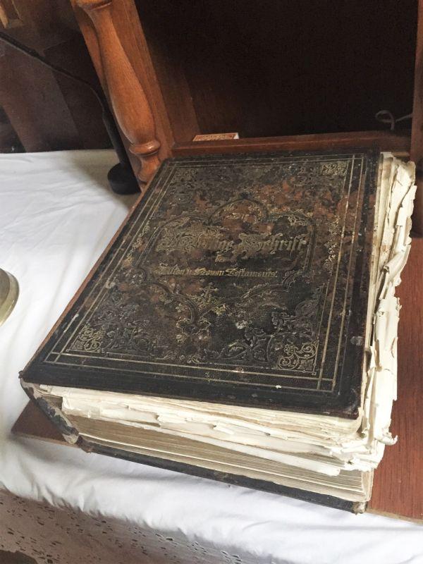 antiquarische Lutherbibel in der Kirchenburg von Zeiden / Codlea im Burzenland