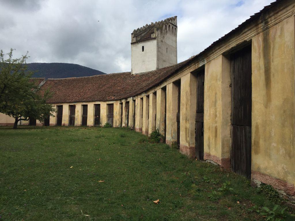 Fruchtkammern und Weberturm in der Zeidner Kirchenburg in Codlea, Siebenbuergen