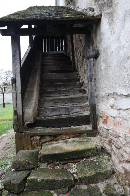 Stollentreppe am Glockenturm der Kirchenburg von Holzmengen, Hosman