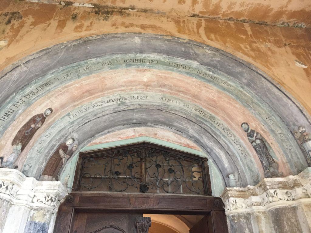 romanisches Portal der Kirche von Holzmengen, Hosman im Harbachtal
