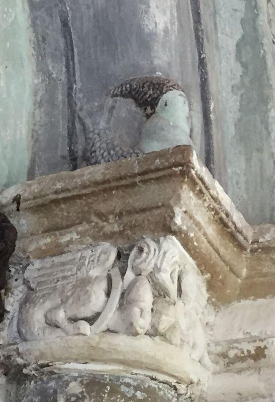 Relieffigur einer Sirene am romanischen Portal der Kirche von Holzmengen, Hosman im Harbachtal